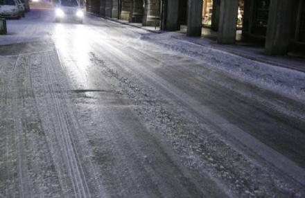 VENARIA - NEVE: Le scuole domani rimangono aperte. I mezzi spargisale in azione