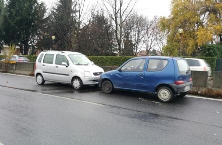CASELLE - Auto contro mano: maxi tamponamento in strada Aeroporto