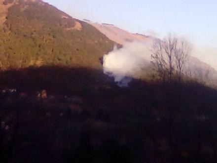 VAL DELLA TORRE - Nuovo incendio boschivo: intervento dei vigili del fuoco e dellaib