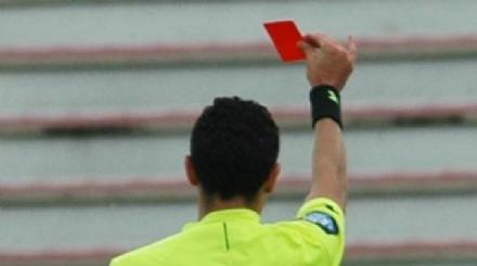 COLLEGNO - Arbitro preso a schiaffi dopo un cartellino rosso: la partita è stata sospesa