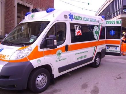 ALPIGNANO - Esce dalla banca e la investono sulle strisce pedonali: ora è in ospedale