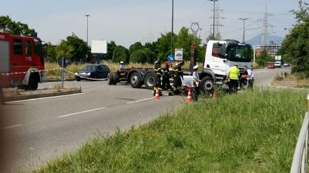 TORINO-VENARIA - Schianto moto contro camion: la vittima è un meccanico di Druento