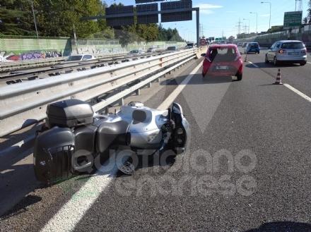 RIVOLI - Tamponamento auto-moto in tangenziale: centauro ferito