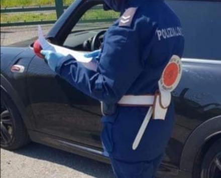 RIVOLI - Sbanda su corso Allamano, sotto gli occhi della municipale: era ubriaco, denunciato