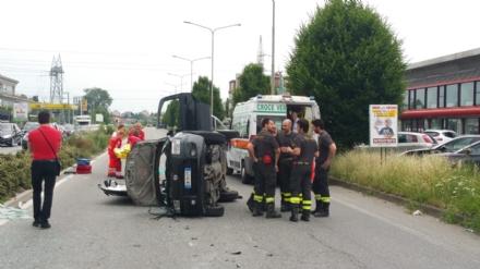 VENARIA - Scontro tra due auto in corso Garibaldi: coppia di anziani gravemente ferita