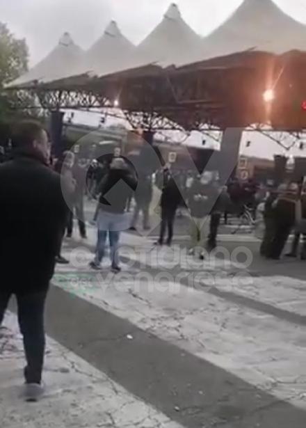 GRUGLIASCO - Notte agitata al Caat: nuove proteste degli ambulanti, un operaio cade dal muletto e si ferisce