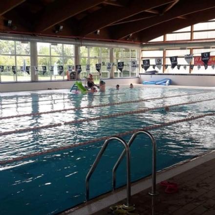 BORGARO - Caos piscina, il Comune rescinde il contratto con la River: «gravi inadempienze»