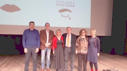 VENARIA - Una rete tra scuole, associazioni e forze dellordine per dire «no» alla violenza sulle donne