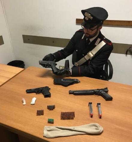 VENARIA-TORINO - Droga, armi e munizioni nella casa di un imprenditore: in manette