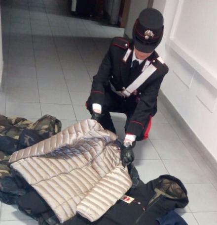 VENARIA - Vendeva abbigliamento contraffatto: senegalese denunciato dai carabinieri
