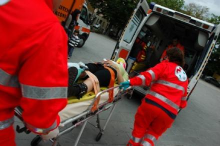 VENARIA-PIANEZZA - Buca nellasfalto, due ciclisti finiscono in ospedale