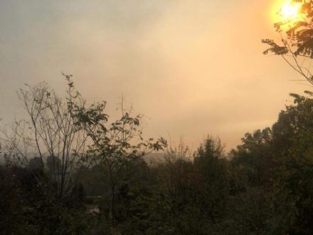 VENARIESE - Dramma incendi, la fuliggine e lodore acre hanno invaso tutta la zona