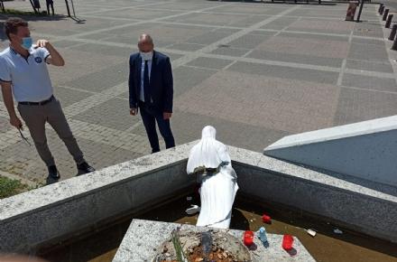 COLLEGNO - Grazie alle telecamere, i carabinieri hanno trovato chi ha danneggiato la statua della Madonna