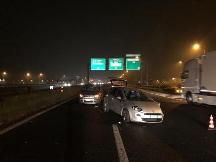COLLEGNO - Incidente in tangenziale tra due auto: un uomo guidava ubriaco