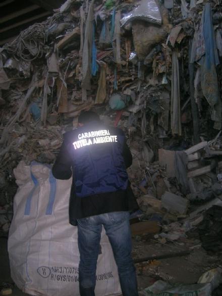 CRONACA - Controlli dei carabinieri nelle aziende che trattano rifiuti e materie plastiche