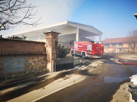 COLLEGNO - Inferno alla «Cascina Serpera»: a fuoco il fienile dellazienda agricola Bosco