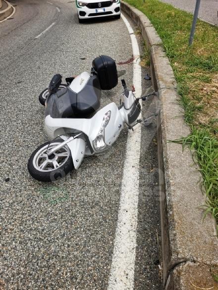GRUGLIASCO - Senza patente, perde il controllo dello scooter (del collega): in ospedale