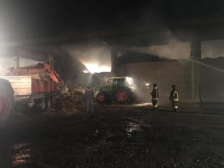 COLLEGNO - Incendio alla Serpera: dopo 24 ore, situazione verso la normalità - FOTO