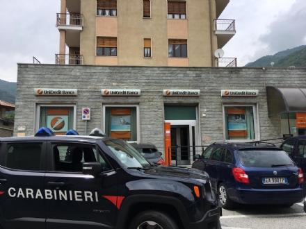 RAPINATORI ARRESTATI - Due borgaresi presi dai carabinieri dopo lassalto allUnicredit di Condove