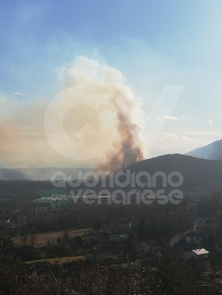 VAL DELLA TORRE - Incendio sui monti tra Brione e Val della Torre