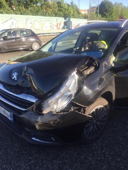 RIVOLI - Tamponamento fra due auto in tangenziale: forti code e pesanti rallentamenti