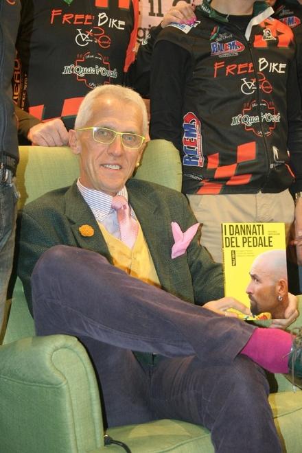 VENARIA - Paolo Viberti e i «Dannati del Pedale»: la storia del ciclismo alla biblioteca «Verdi»
