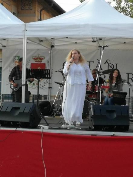 VENARIA - Venaria Viva Estate: stasera in piazza Annunziata la musica della Anitas Band