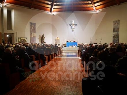 BORGARO - Tanti amministratori (ed ex sindaci) alla messa in ricordo di Vincenzo Barrea