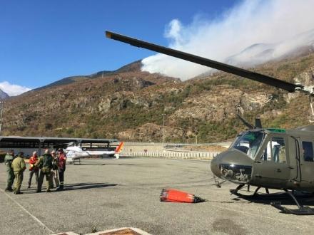 VENARIA - EMERGENZA INCENDI IN VAL SUSA: Anche lAves Toro in aiuto con un elicottero