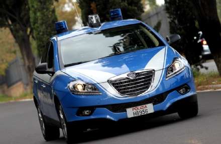 RIVOLI - Ruba un portafogli al mercato: subito arrestata dalla polizia
