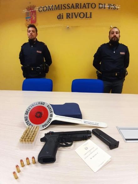 RIVOLI - Non accetta la fine della relazione e la sperona con lauto e le invia una foto con pistola e proiettili