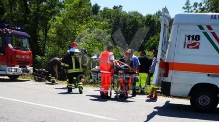 VENARIA - Grave incidente sulla Sp1: scontro tra due auto finite nella scarpata - FOTO e VIDEO