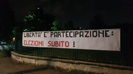 VENARIA - Cartelli  contro il governo M5S-Pd: «Elezioni subito!»