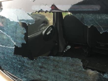 RIVOLI - Lancia le pietre contro le auto in sosta e le persone: arrestato da carabinieri e polizia