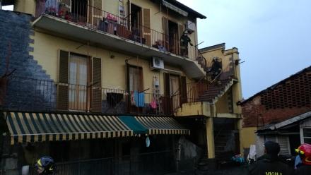 VENARIA - Incendio in una palazzina: inagibile un intero piano