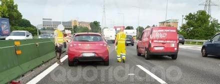 COLLEGNO - Tamponamento in tangenziale: tre auto coinvolte, ferito un bambino di 2 anni