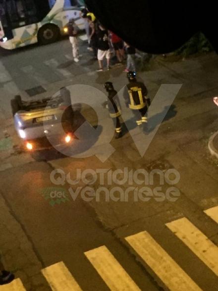 VENARIA - Ennesimo scontro fra due auto in corso Matteotti: una si ribalta