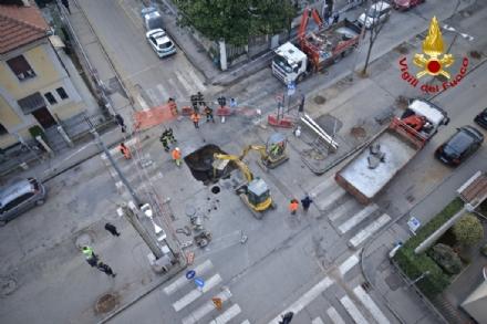 VENARIA - Voragine in strada: caos in viale Buridani