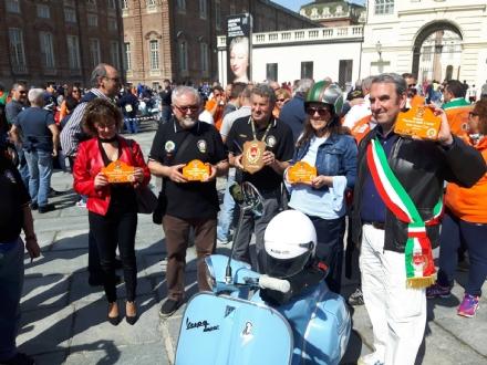 VENARIA - Parte il grande raduno di Vespe organizzato dal Vespa Club Venaria Reale