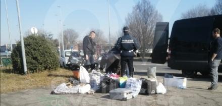 VENARIA - Nel furgone decine di chili di carne e pesce mal conservati: conducente nei guai