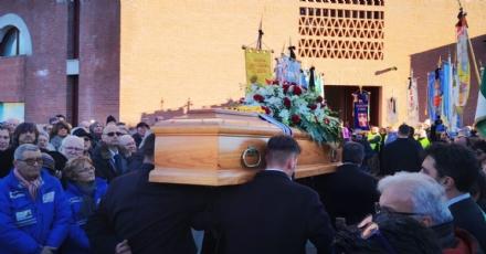 BORGARO - Più di mille persone per lestremo saluto allex sindaco Vincenzo Barrea - FOTO