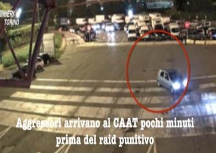 GRUGLIASCO - Minacce, mazze e spranghe per avere il monopolio del facchinaggio: 4 arresti