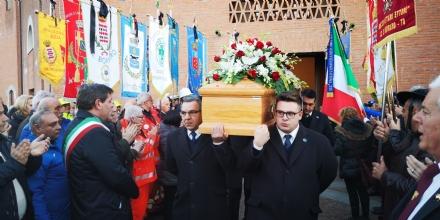 BORGARO - Il commosso saluto del sindaco Gambino allamico Vincenzo Barrea