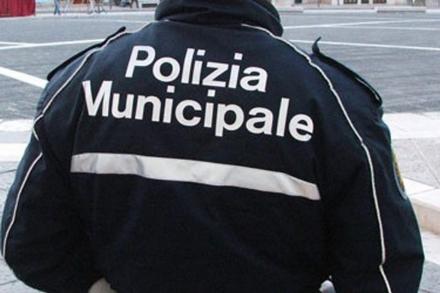 COLLEGNO - Civich e carabinieri fanno sgomberare gli insediamenti abusivi di via Sassi e Certosa