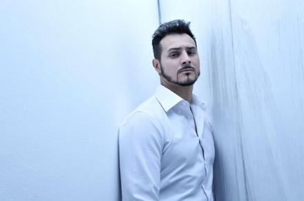 VENARIA - Il cantante Andrea Amarù al Concordia per la serata «Uniti per la Ricerca» sulla Sla
