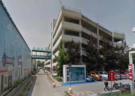 DRAMMA A GRUGLIASCO - Si butta giù dal multipiano de Le Gru: 25enne in gravi condizioni