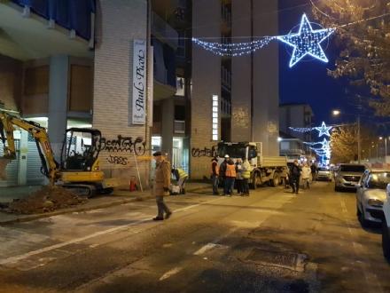 COLLEGNO - Si rompe un tubo nel cantiere: fuga di gas in Borgata Paradiso