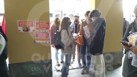 VENARIA - Anche gli studenti dello Juvarra dicono «no» alle «classi pollaio» - FOTO
