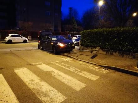 VENARIA - Provocano un incidente e scappano via: indagano i carabinieri