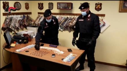 COLLEGNO - Lotta allo spaccio: arrestati tre pusher. Uno si lancia dalla finestra per evitare guai
